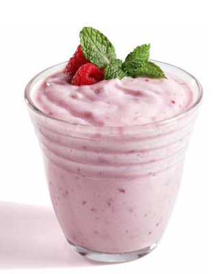 Yogurt Rasa Strawberry dengan Topping Strawberry segar